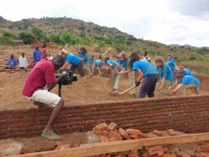 Volunteers constructing a primary school in Manyenje 2014